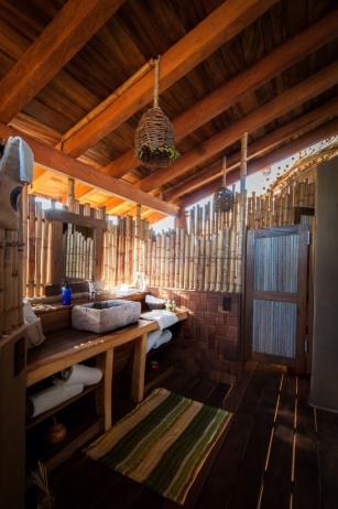 8leonardo.palafox_treehouse bathroom